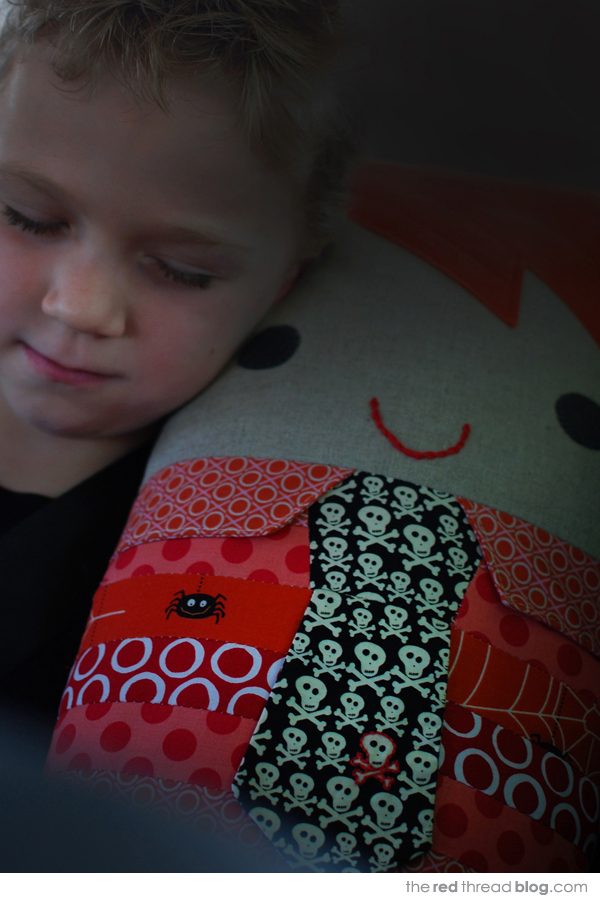 make a car comfort pillow - the red thread