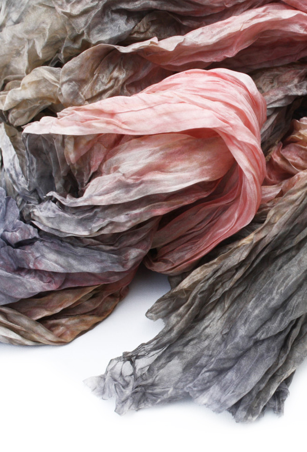 VALEZHKI scarf via the red thread