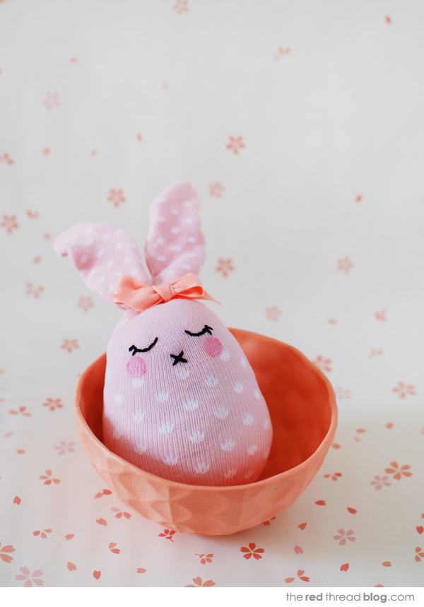 how to make sock bunnies via the red thread